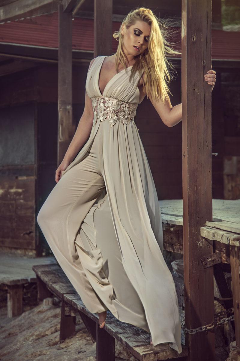 Φόρμα μουσελίνα - μπούστο ντραπέ με πανό μουσελίνα και διαφάνεια δαντέλας στην μέση.