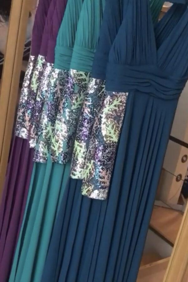 φόρεμα με άνοιγμα